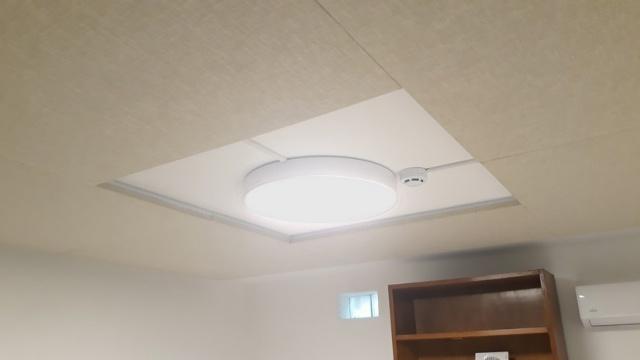 Paneles fijados al techo 2.jpg